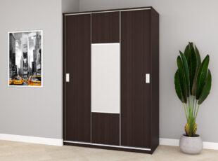 Komfort - trijų durų spinta su veidrodziu ir stumdomimis durimis, 150 cm plocio - stamsiai rudos vengepalvos