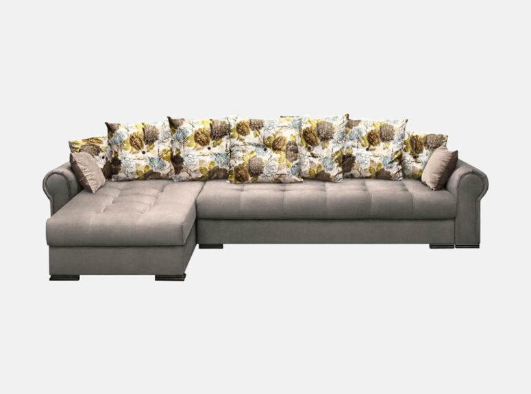 prabangi pilkos spalvos didelė kampinė sofa modernios klasikos stiliaus nikoletti klasik su raštuotomis pagalvėlėmis.