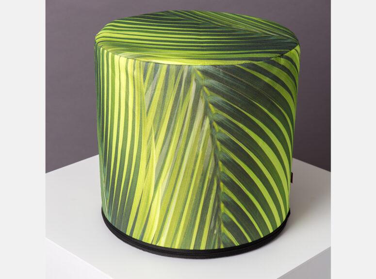 ziasmingo dizaino spalvingas pufas su palmes rastais