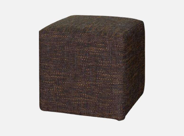 Tamsiai rudos spalvos kvadratinis pufas, pagamintas iš kokybiško gobeleno