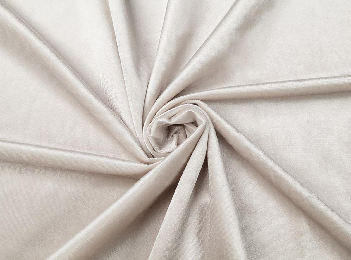 Šviesiai pilkos spalvos švelnus veliūras gražiai atrodys ant jūsų naujosios lovos