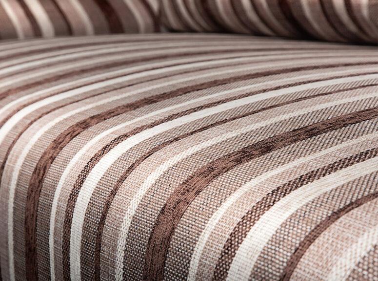 Spalvinga sofa lova su nuimamais porankiais ir patalynės dėže