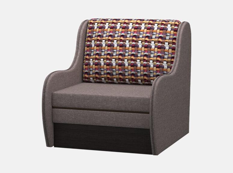 Vienvietis rudos spalvos miegamasis foteliukas su patalynės dėže. Foteliukas su raštuota pagalvėle.