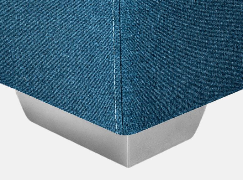 Mėlynos ryškios spalvos Siti sofa-lova su metalinėmis kojelėmis.