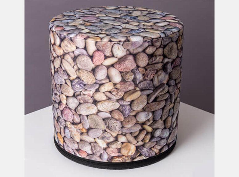 zaismingo-dizaino-spalvingas-pufas-akmenukas