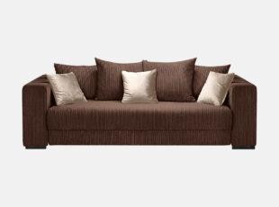Didelė, erdvi sofa-lova, pagaminta iš velvetinio svelnaus audinio. Sofa su dekoratyvinėmis pagalvėlėmis.