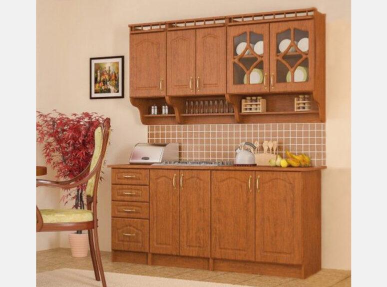 Dviejų metrų ilgio, obelies spalvos virtuvės spintelių komplektas, virtuvė gali būti komplektuojama.