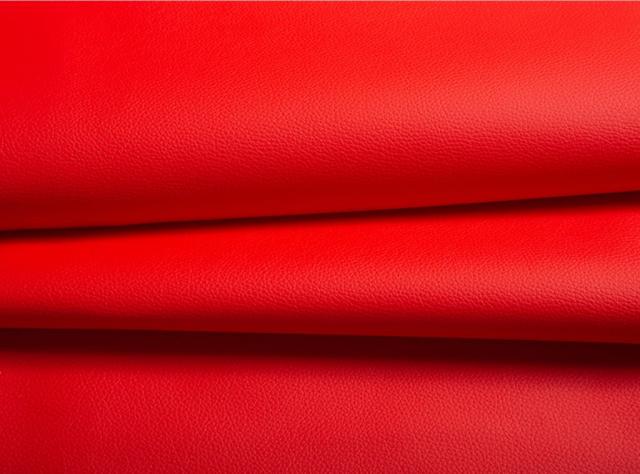 Raudonos spalvos matinė eko oda