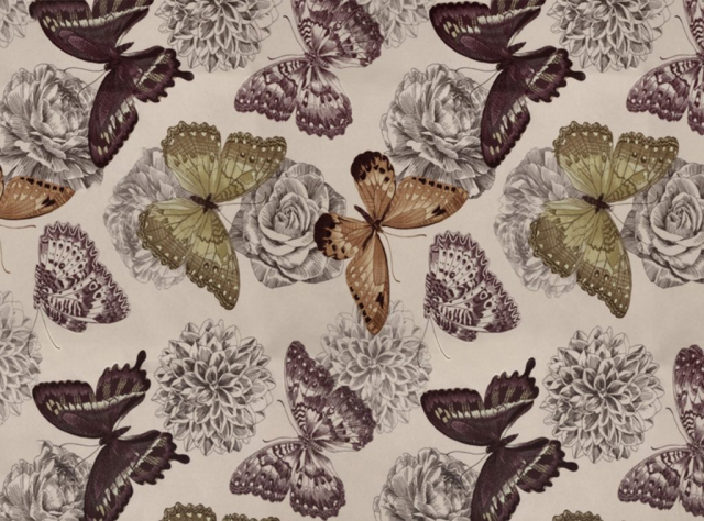 Minkštas, švelnus gobelenas su drugeliais ir gėlėmis
