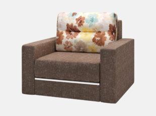 Rudos spalvos Prima miegamasis foteliukas, kurio pagalvė puošta gėlių raštais. Fotelis su patalynės dėže ir miegojimo funkcija