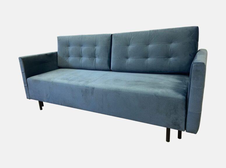 Mėlynos spalvos lietuvių gamybos sofa lova, pagaminta iš aukščiausios kokybės veliūrinio audinio. Sofa su miegojimo funkcija ir patalynės dėže
