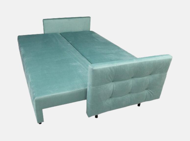 Elektrinės spalvos lietuvių gamybos sofa lova, pagaminta iš aukščiausios kokybės veliūrinio audinio. Sofa su miegojimo funkcija ir patalynės dėže