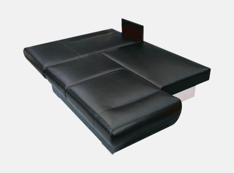 Juodos spalvos eko odos minkštas kampas su dviem patalynės dėžėmis ir euroknyga išskleidimo mechanizmu