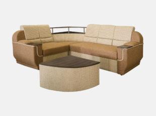 Dvispalvis šviesiai rudas didelis svetainės unoversalus minkštas kampas su medine lentyna, patalų dėže ir miegojimo funkcija. Kampas su papildomu pufu