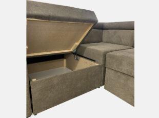 Pilkos spalvos didelis minkštas svetainės kampas su reguliuojamomis galvos atramomis, patalynės dėže ir miegojimo funkcija